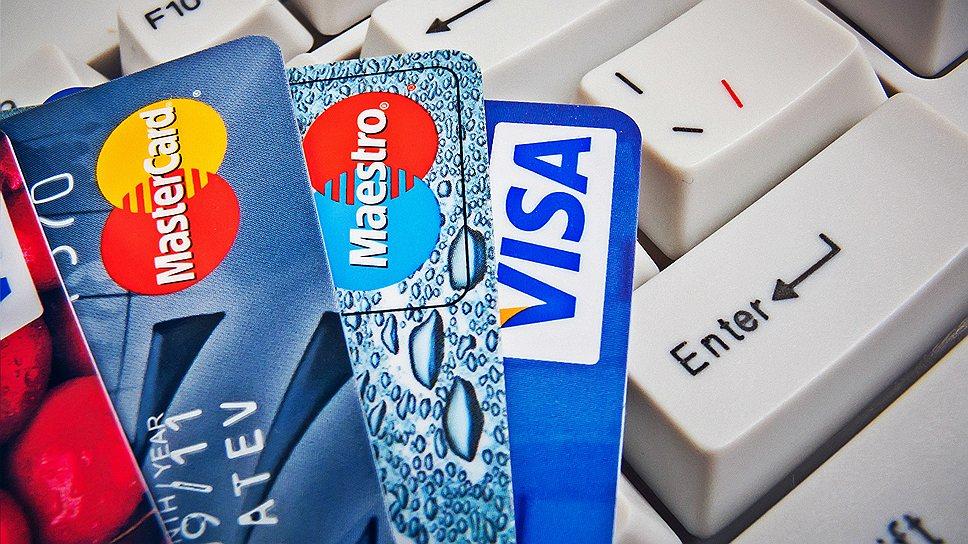 Банковские карты поверх клавиатуры