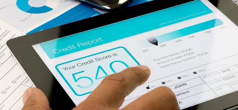 Кредитные баллы на мониторе планшета