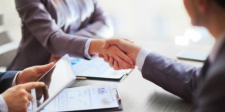 Успешное завершение сделки с помощью рукопожатия