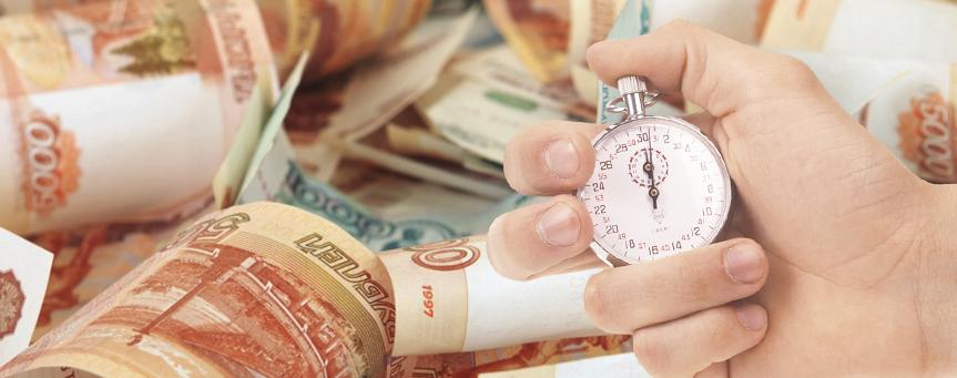 Женская рука с секундомером на фоне денег