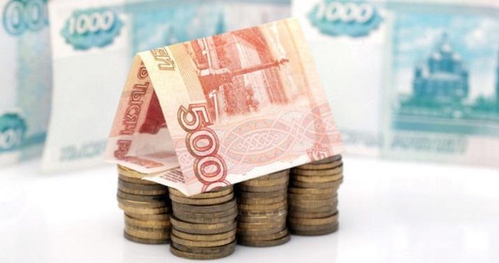 Российские денежные знаки сложены в виде домика