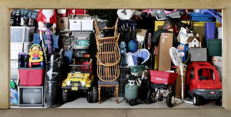 Полный гараж вещей