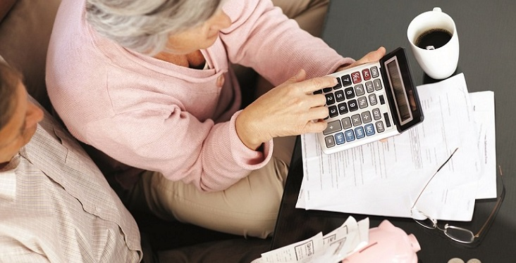 Пенсионеры рассчитывают субсидии на калькуляторе