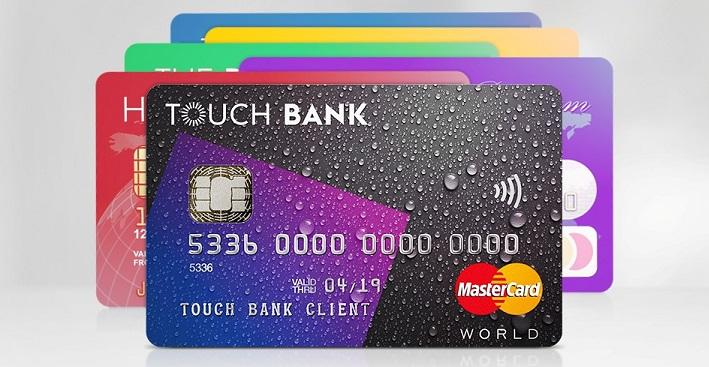 Красивая пластиковая карточка от Touch Bank на фоне других кредиток
